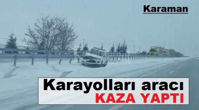 Karaman'da kaza yapan Karayolları aracı bariyerlere çarptı