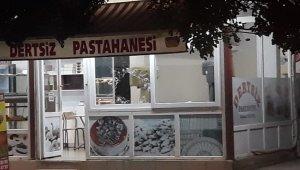 Kozan'da pastahane ile araç kurşunlandı