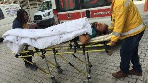 Kulu'da çatıdan düşüp hastanelik oldu
