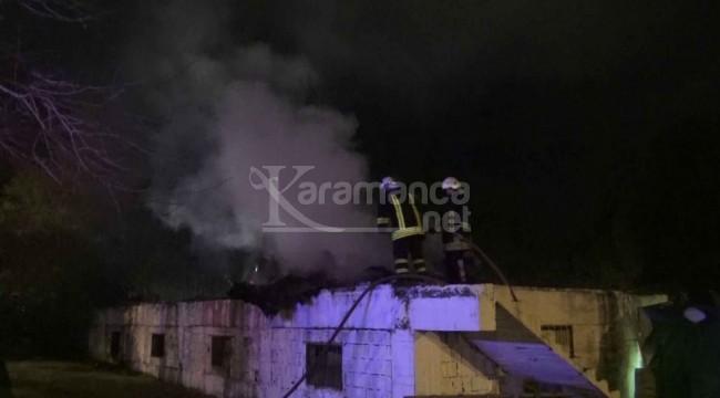 Kuşadası'ndaki metruk binada yangın
