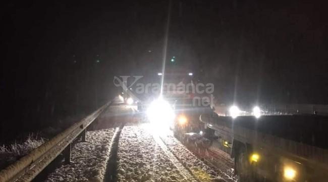 Afyonkarahisar-Antalya yolu kar nedeniyle aralıklarla kapandı