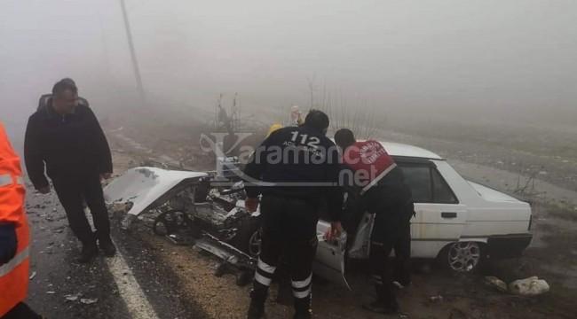 Araçlar kafa kafaya çarpıştı 4 yaralı