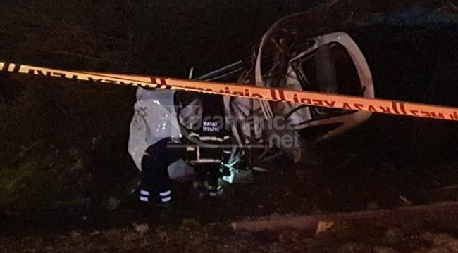 Elektrik direğine çarpan otomobil sürücüsü öldü