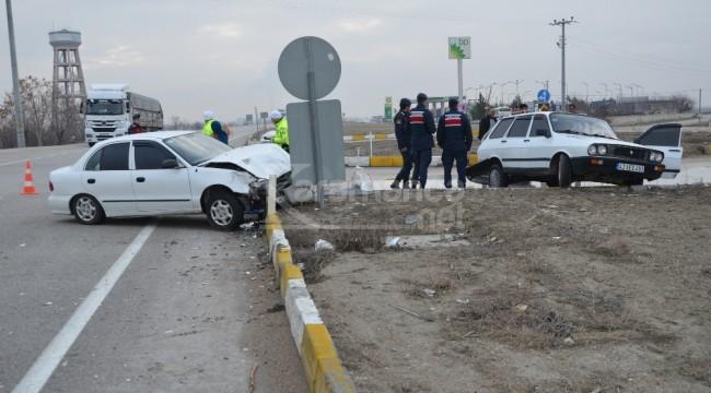 Ereğli'de iki otomobilin çarpıştığı kazada 4 yaralı