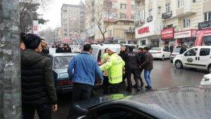 Garsona saldıran kadın gözaltına alındı