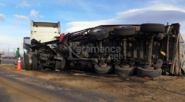 İki TIR'ın çarpıştığı kazada kaptan hayatını kaybetti