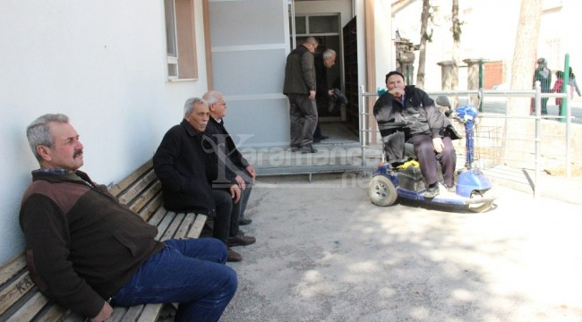 Karaman'da cami cemaati engelli vatandaşı umreye gönderiyor