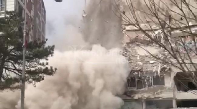 Malatya'da hasarlı bina yıkılırken çöktü