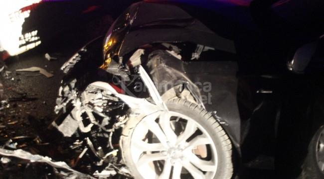 Orhaneli yolunda iki araç kafa kafaya çarpıştı 5 yaralı
