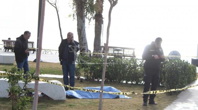 Sahildeki parkta ölü bulundu