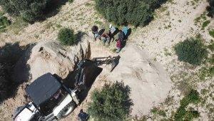 Kepçeyle kazı yapan defineciler drone ile yakalandı