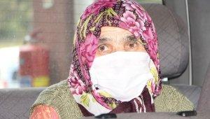 83 yaşındaki kadın Korona virüsü yendi