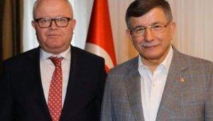 Davutoğlu'nun kurucu il başkanı kumar masasında yakalandı