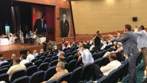 Mersin Büyükşehir Belediye Meclisinde gergin anlar
