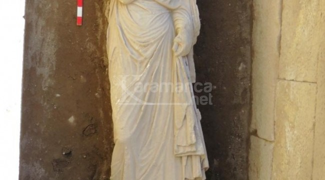 Roma dönemi kadın heykeli bulundu