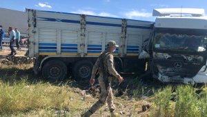 TIR'ın kamyonete çarptığı kazada 1 ölü, 3 yaralı