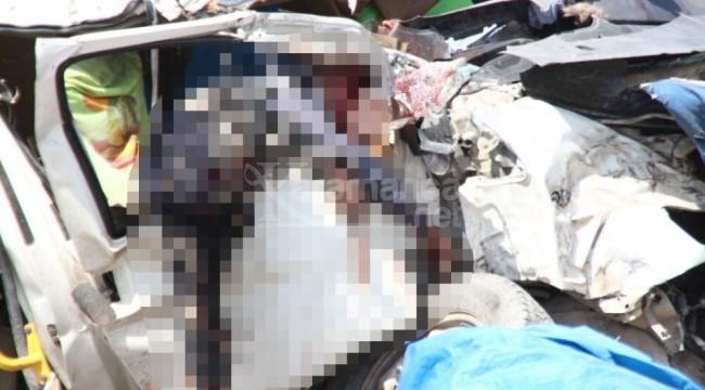 Minibüs ile TIR çarpıştı 6 kişi öldü