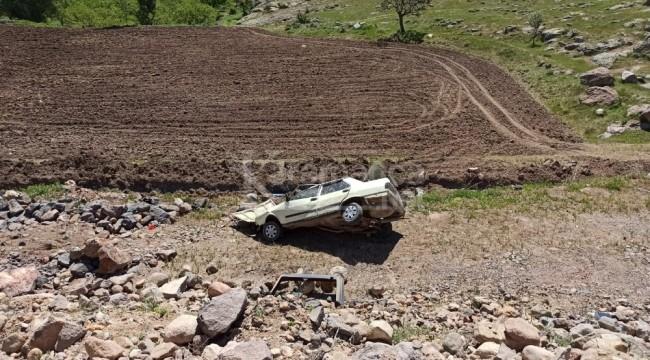 Uçuruma yuvarlanan otomobilde 3 kişi yaralı