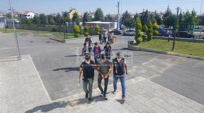 Karaman'da adreslerinde yakalanan şahıslar cezaevine gönderildi