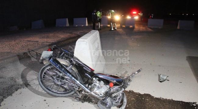 Karaman'da beton bariyere çarpan sürücü metrelerce sürüklendi