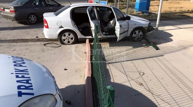 Ereğli'de otomobil akaryakıt istasyonuna girdi 3 yaralı