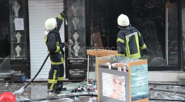 İsmetpaşa Caddesindeki iş yerinde büyük çaplı yangın