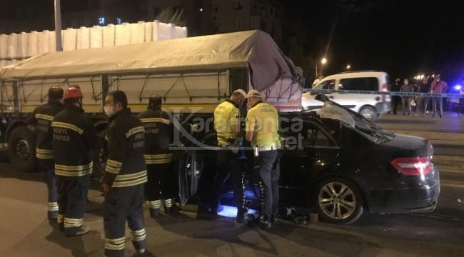 Otomobilin TIR'a çarptığı kazada 1'i kadın 2 yaralı