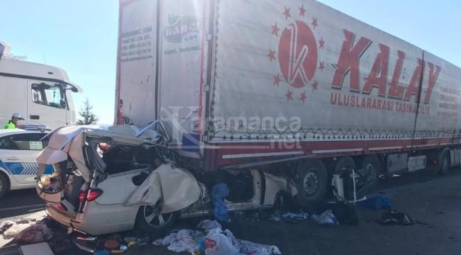 Otomobilin TIR'a çarptığı kazada 5 ölü