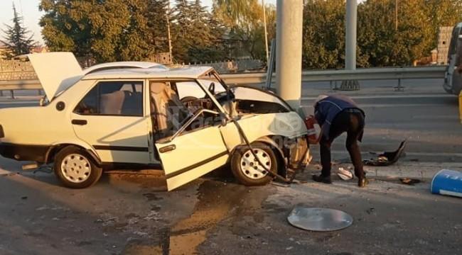 Karaman kavşağında otomobil direğe çarptı 1 ölü