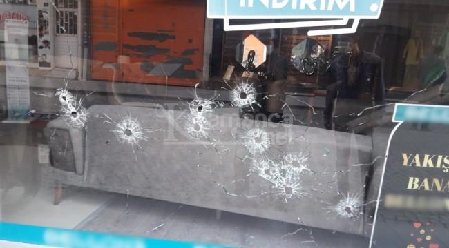 Mobilya mağazasına kurşun yağdırdılar