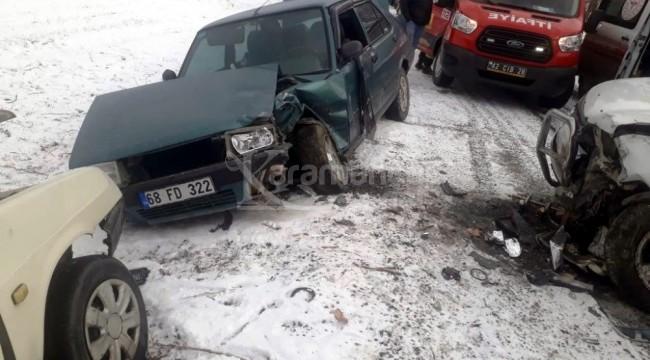3 aracın çarpıştığı kazada 1ölü, 4 yaralı