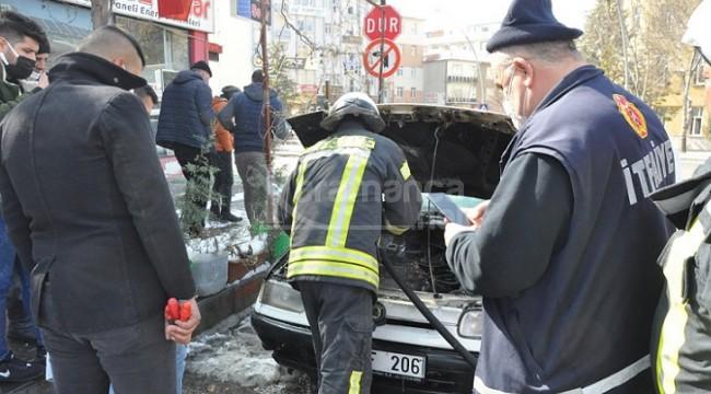 Karaman'da park halindeki araç alev aldı