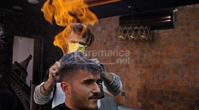 Saçları ateşle tıraş ediyor