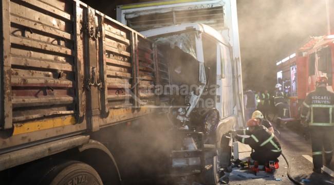 TIR'a çarpan kamyonun sürücüsü sıkışarak yaralandı