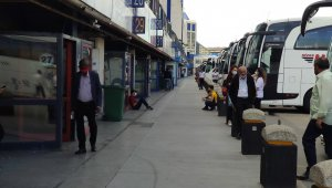 Şehirlerarası seyahat için otobüs bileti bilmecesi
