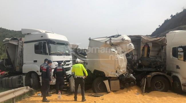 TIR'lar çarpıştı, 2 kişi yaralandı