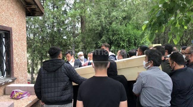 Direğe çarpan otomobildeki 2 çocuk öldü