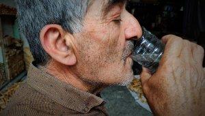 Suyu, İbn-i Sina'nın kitabından öğrendiği şekliyle içiyor