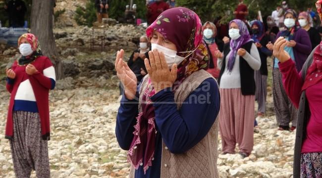 Yörükler 1700 rakımda yağmur duasına çıktı