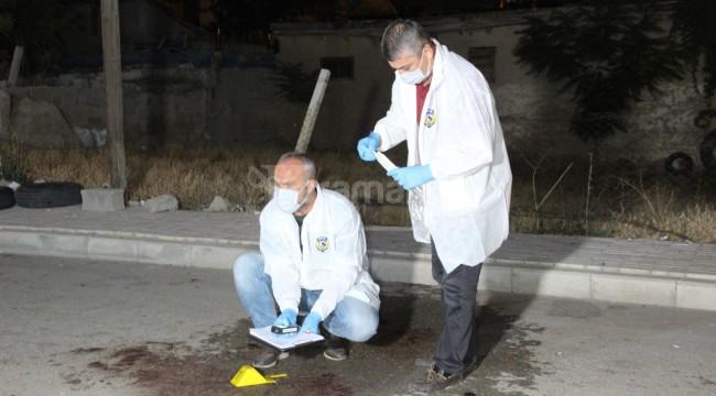 Karaman'da düğün salonu önünde bıçaklı saldırı 2 yaralı