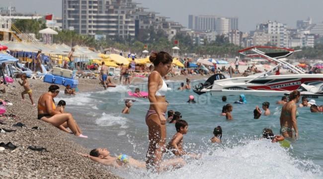 Nem yüzde 90'a ulaşınca vatandaşlar denize akın etti