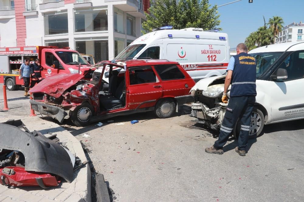 Mut-Karaman yolunda trafik kazası 1'i ağır 5 yaralı