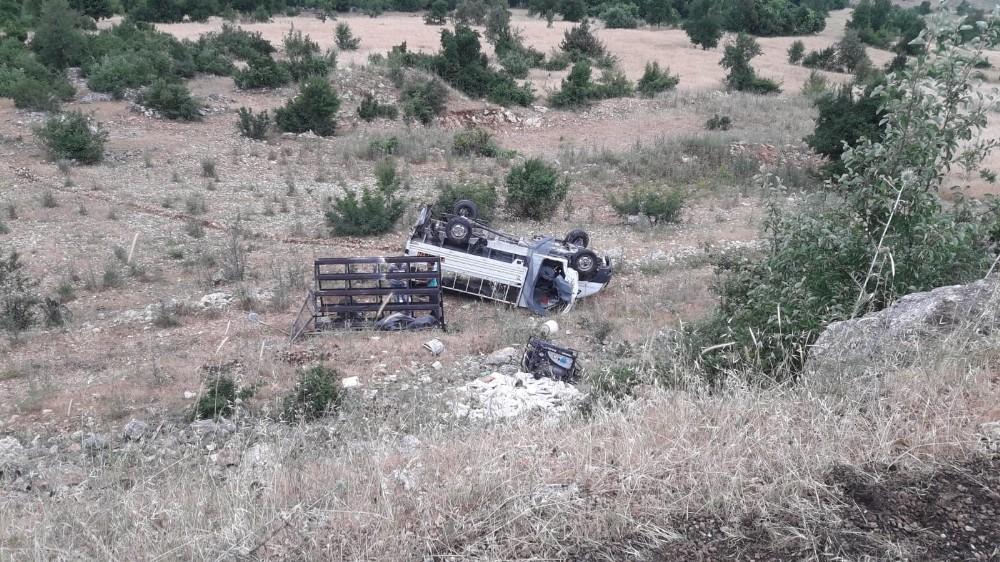 Minibüs şarampole uçtu: 2 yaralı
