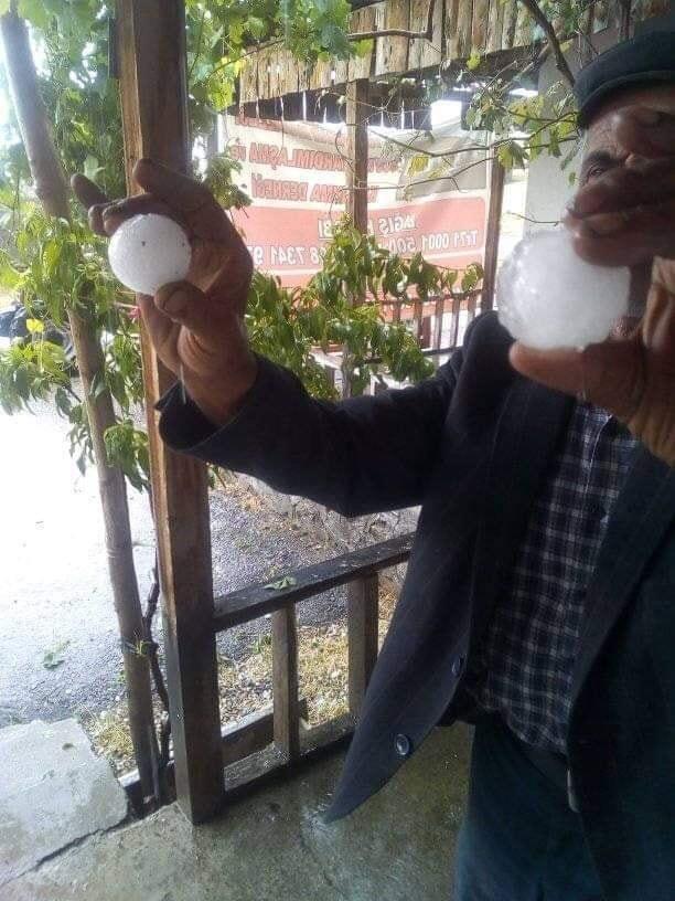 Ankara'da ceviz büyüklüğünde dolu yağdı