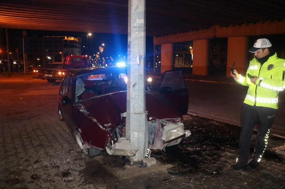 Kaza yapan sürücü ve yolcular aracı bırakıp kaçtı