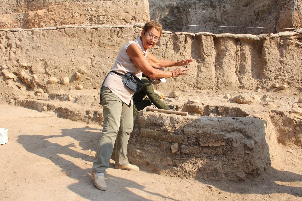 9 bin yıllık höyükte geçmişin izleri aranıyor
