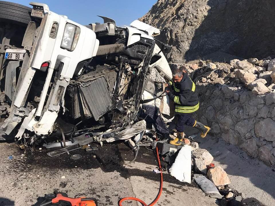 Feci kazada TIR şoförü hayatını kaybetti