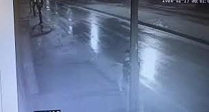 Karaman'da işyeri kurşunlayan saldırgan kamerada